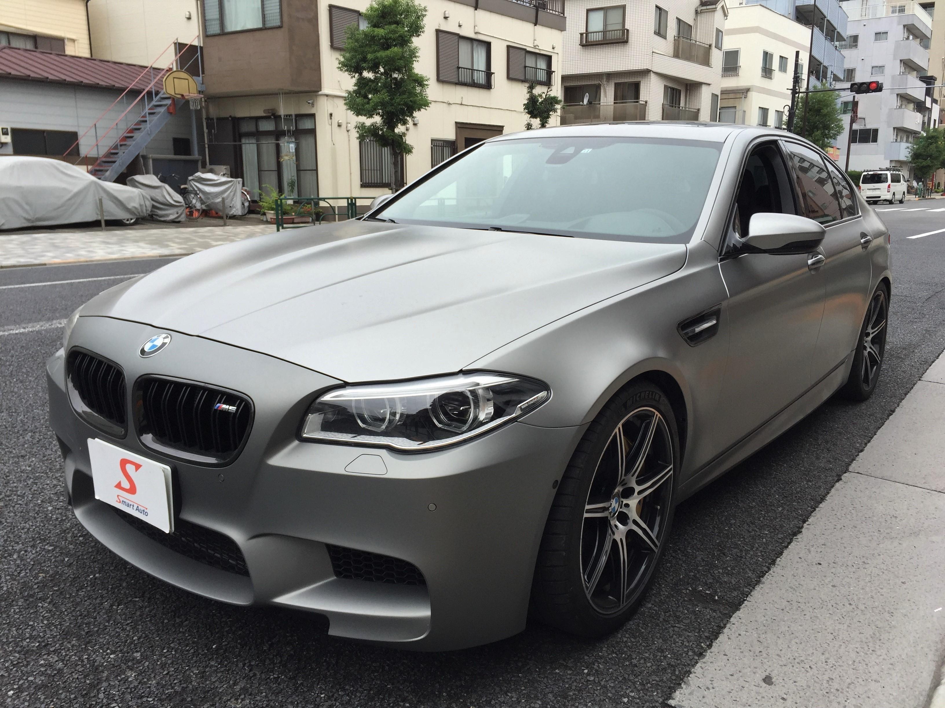 初代 M5 の登場から 30年 を迎えたことを記念したモデル、2014年式 BMW M5 30 Jahre(ドライスィヒ・ヤーレ)が入庫致しました。