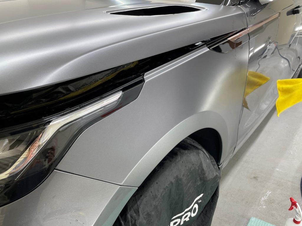 レンジローバー ヴェラール の車体全面にプロテクションフィルムの施工をしました
