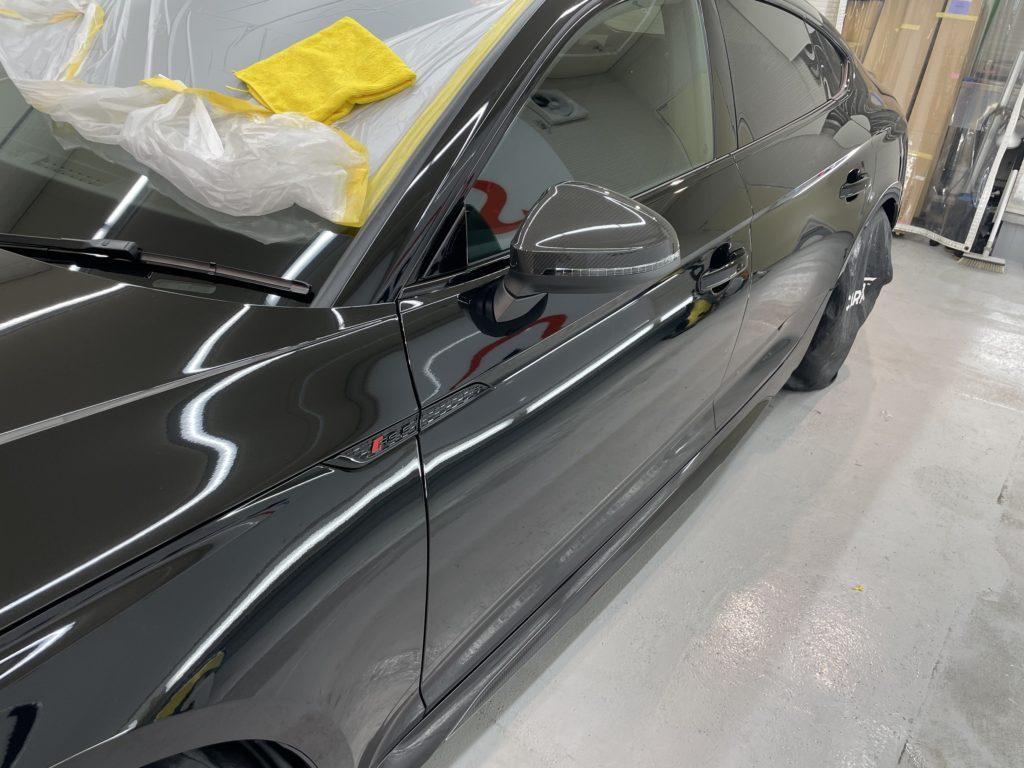 アウディ RS5 のフロント部分にプロテクションフィルムを施工しました